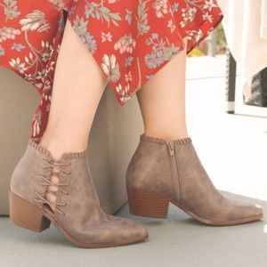 Shoes - 🧚♀️5.5, 6, 8, 10Light Brown Whipstitch On Bootie